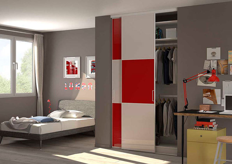 trendy dressing avec portes rouges et blanc brillant with porte de placard coulissante peindre. Black Bedroom Furniture Sets. Home Design Ideas